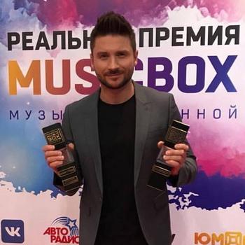 Сергей Лазарев взял две статуэтки «Реальной премии MusicBox». - Новости 673b3d0d424