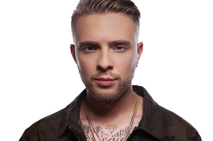 Егор Крид представил свою новую песню «Миллион алых роз» в телешоу  «Вечерний Ургант». f06f3bed1fe78