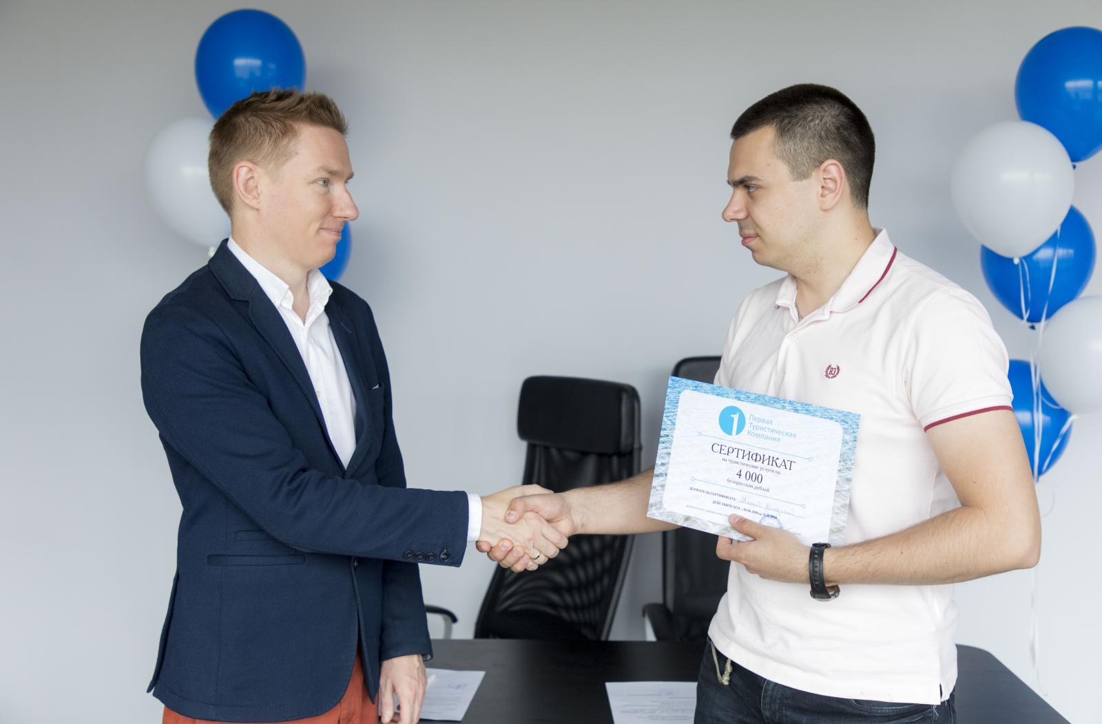 2298153af970b Минков Владислав, обладатель приза 3-й категории. «Я рад, что мои покупки  онлайн по карте Visa оказались счастливыми»